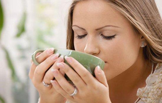 Natural ways to treat hair loss by Green tea