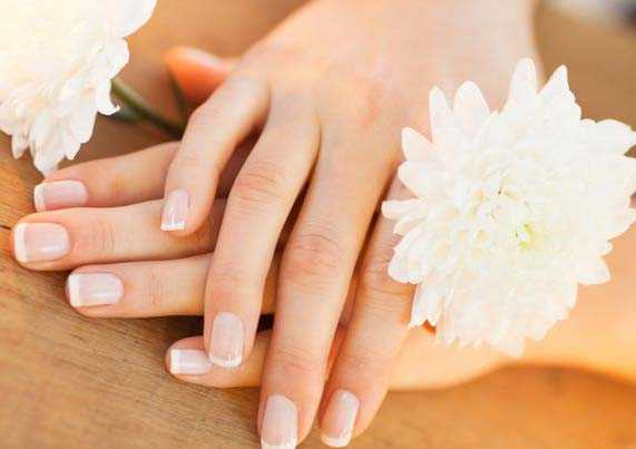 Strengthens Nails with Vitamin E
