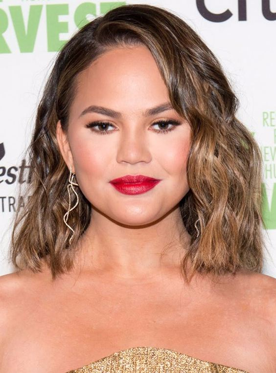 Medium hairstyles for round faces 2018