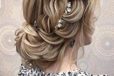 Romantic Braided Hairstyle Trends for Bridal Girls In 2019