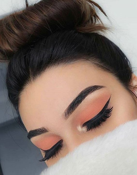 Hottest Eye Makeup Looks & Tips for 2019